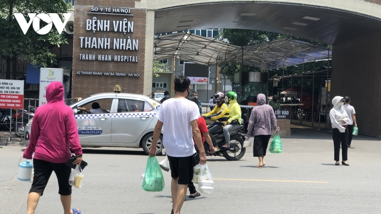 Take-away services mandatory for all eateries surrounding hospitals in Hanoi