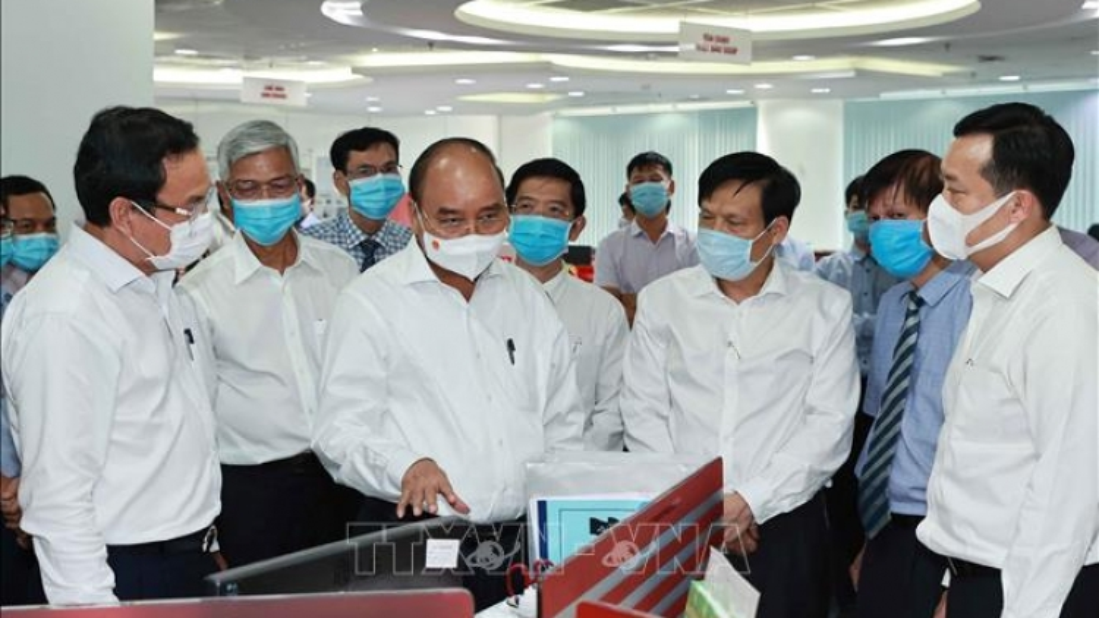 Chủ tịch nước Nguyễn Xuân Phúc thăm một số cơ quan báo chí của Thành phố Hồ Chí Minh