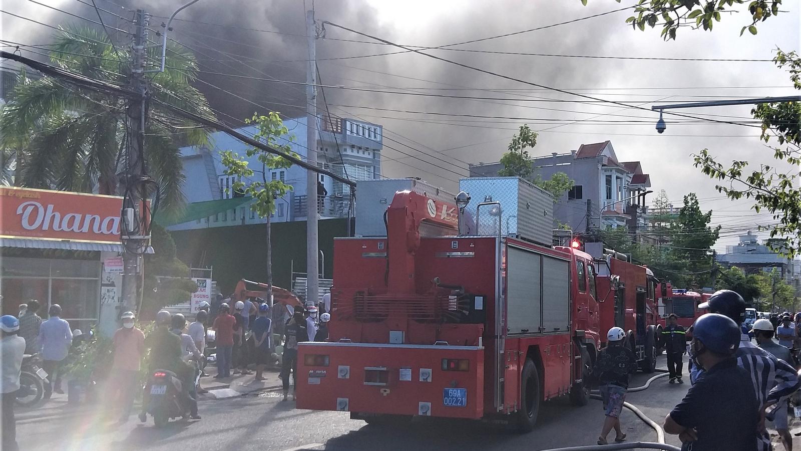 Quán bar ở Cà Mau bốc cháy nghi ngút khi đang dừng hoạt động để phòng dịch