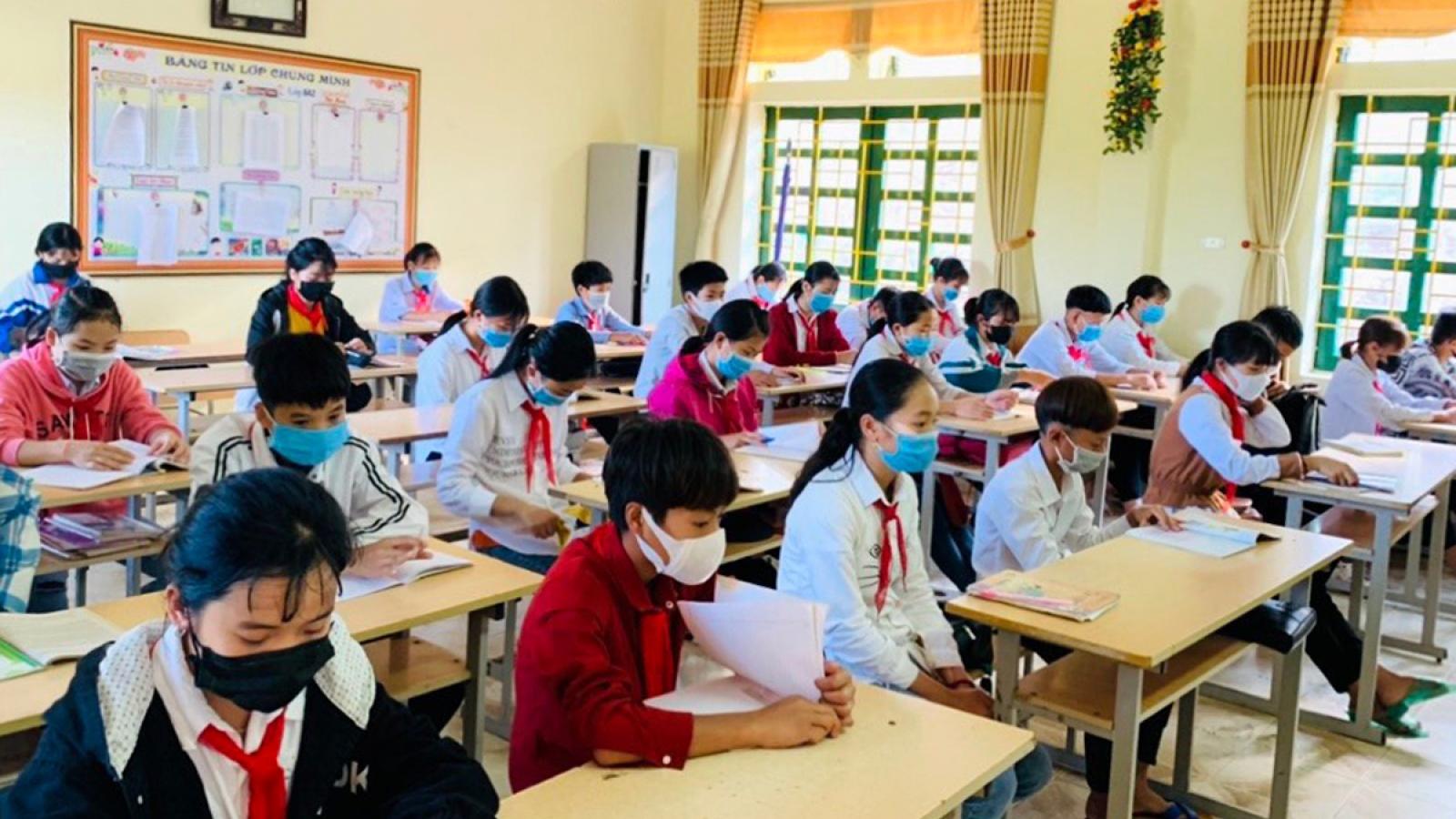Lai Châu khuyến cáo học sinh, cán bộ, giáo viên tham gia các kỳ thi hạn chế tiếp xúc