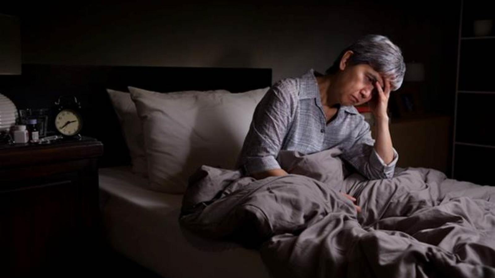 Khổ sở vì mất ngủ đêm, người trên 50 tuổi dùng ngay thảo dược này để tìm lại giấc ngủ