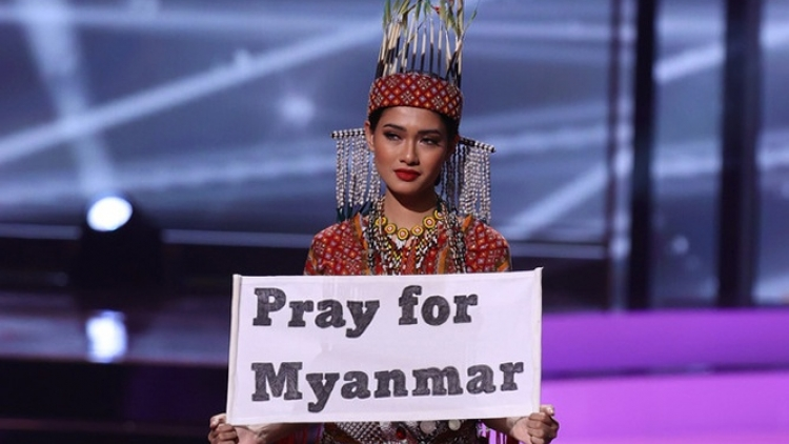 """Đông Nam Á """"thống trị"""" phần trang phục dân tộc 3 năm liên tiếp tại Miss Universe"""