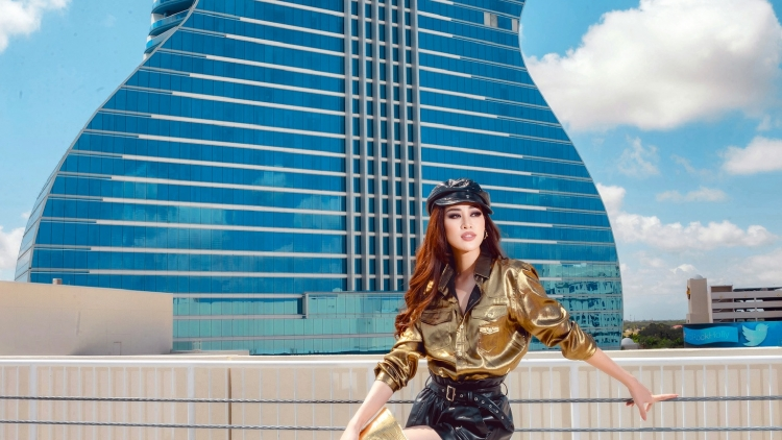 Hoa hậu Khánh Vân xuất hiện cực chất trong ngày đầu nhập cuộc Miss Universe