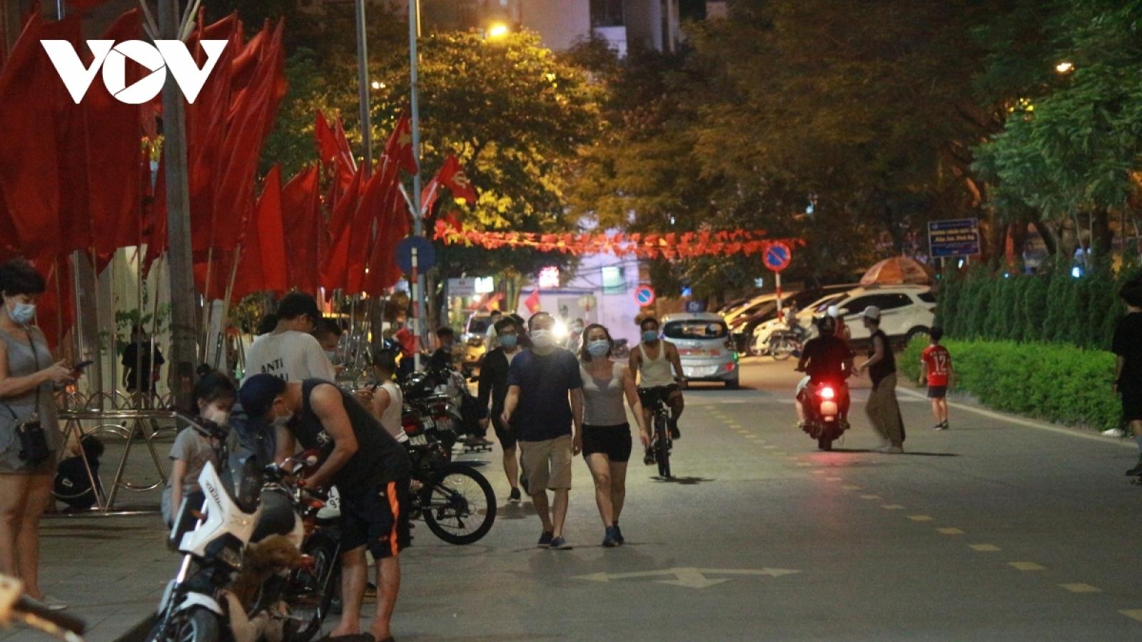 """Nhiều nơi ở Hà Nội vi phạm quy định phòng chống dịch Covid-19: """"Người đứng đầu"""" ở đâu?"""