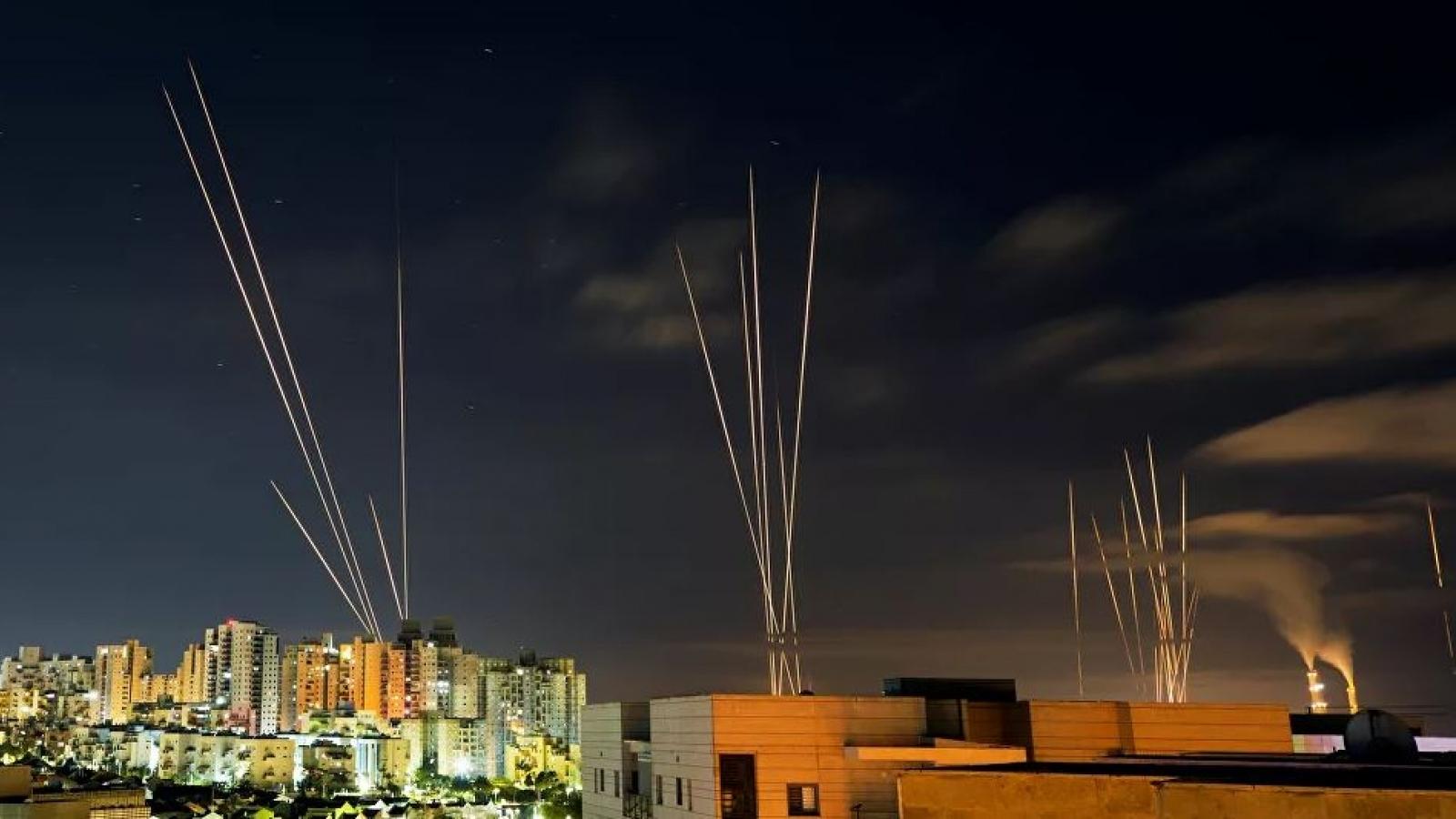 """Lệnh ngừng bắn 2 giờ kết thúc, Israel hứng """"mưa rocket"""" từ Dải Gaza"""