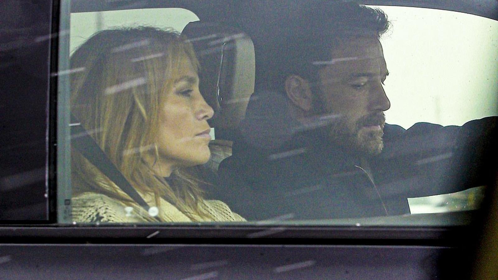 Jennifer Lopez đi nghỉ dưỡng cùng Ben Affleck sau khi hủy hôn