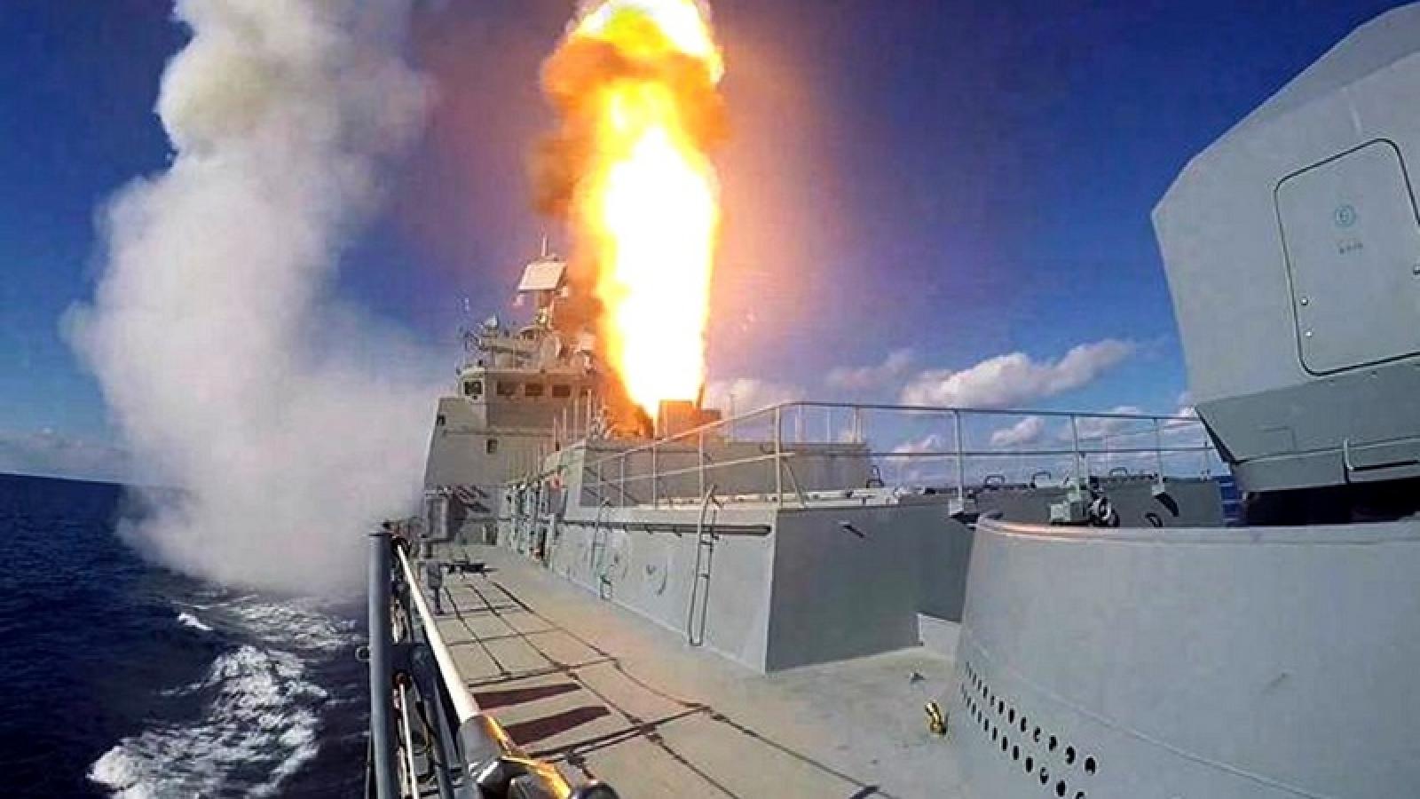 Khinh hạm Đô đốc Grigorovich của Nga diễn tập phóng tên lửa ở Biển Đen