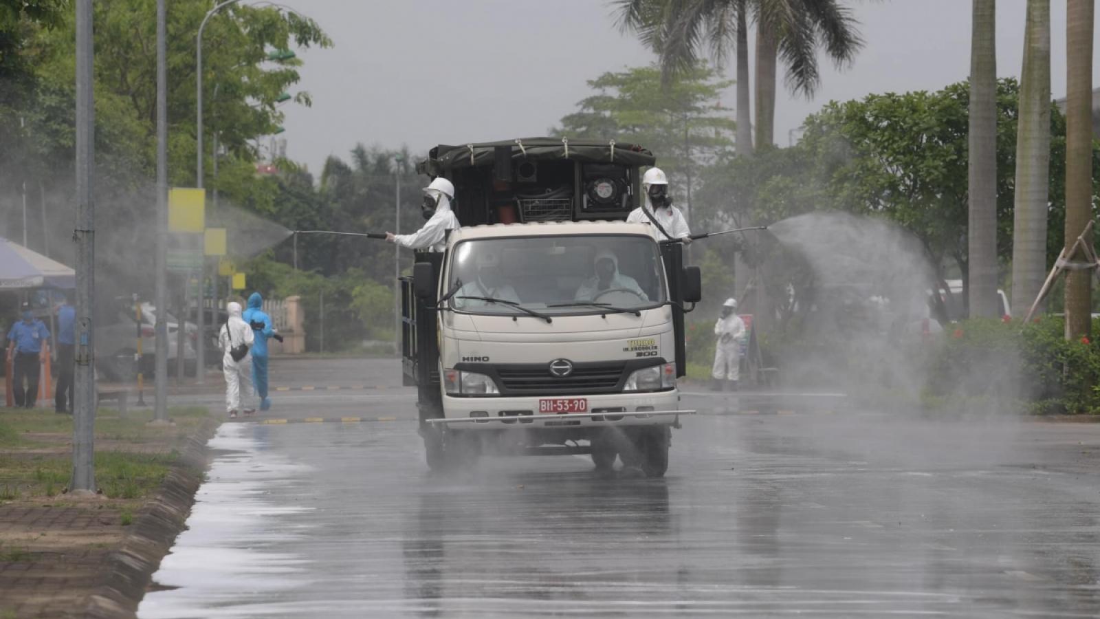 Xe đặc chủng phun khử khuẩn BV Bệnh Nhiệt đới Trung ương cơ sở 2