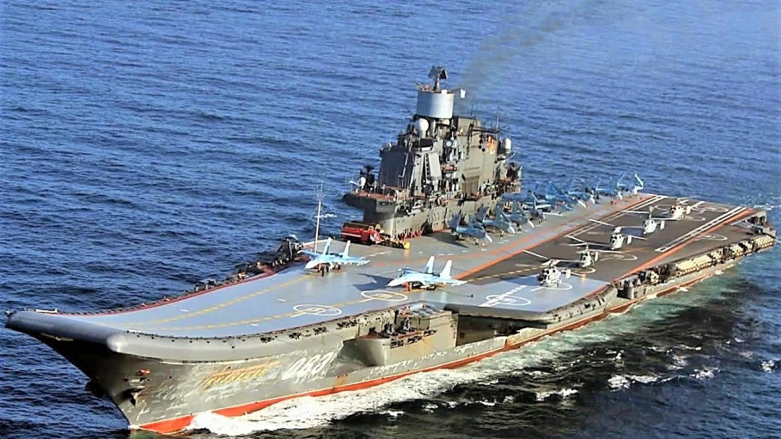 Đóng một tàu sân bay hạt nhân hay nhiều tàu sân bay hạng nhẹ tốt hơn?