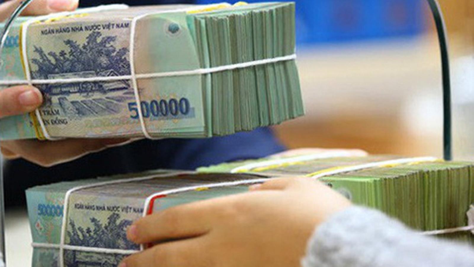 Lãi suất huy động bất ngờ tăng tại một số ngân hàng