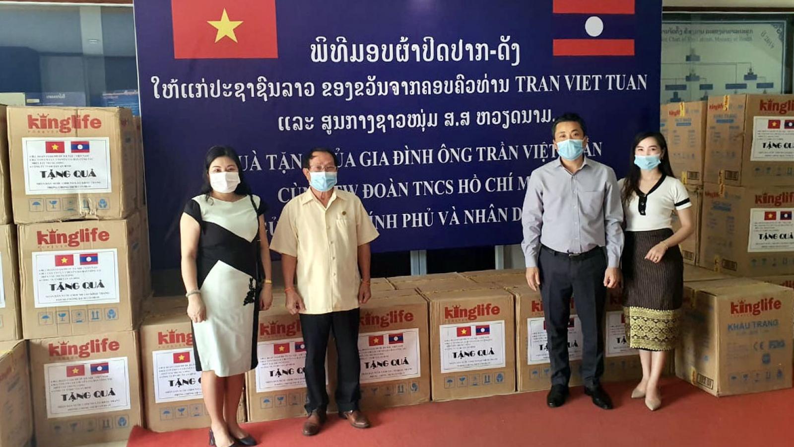 Việt Nam hỗ trợ vật tư y tế giúp Lào chống dịch