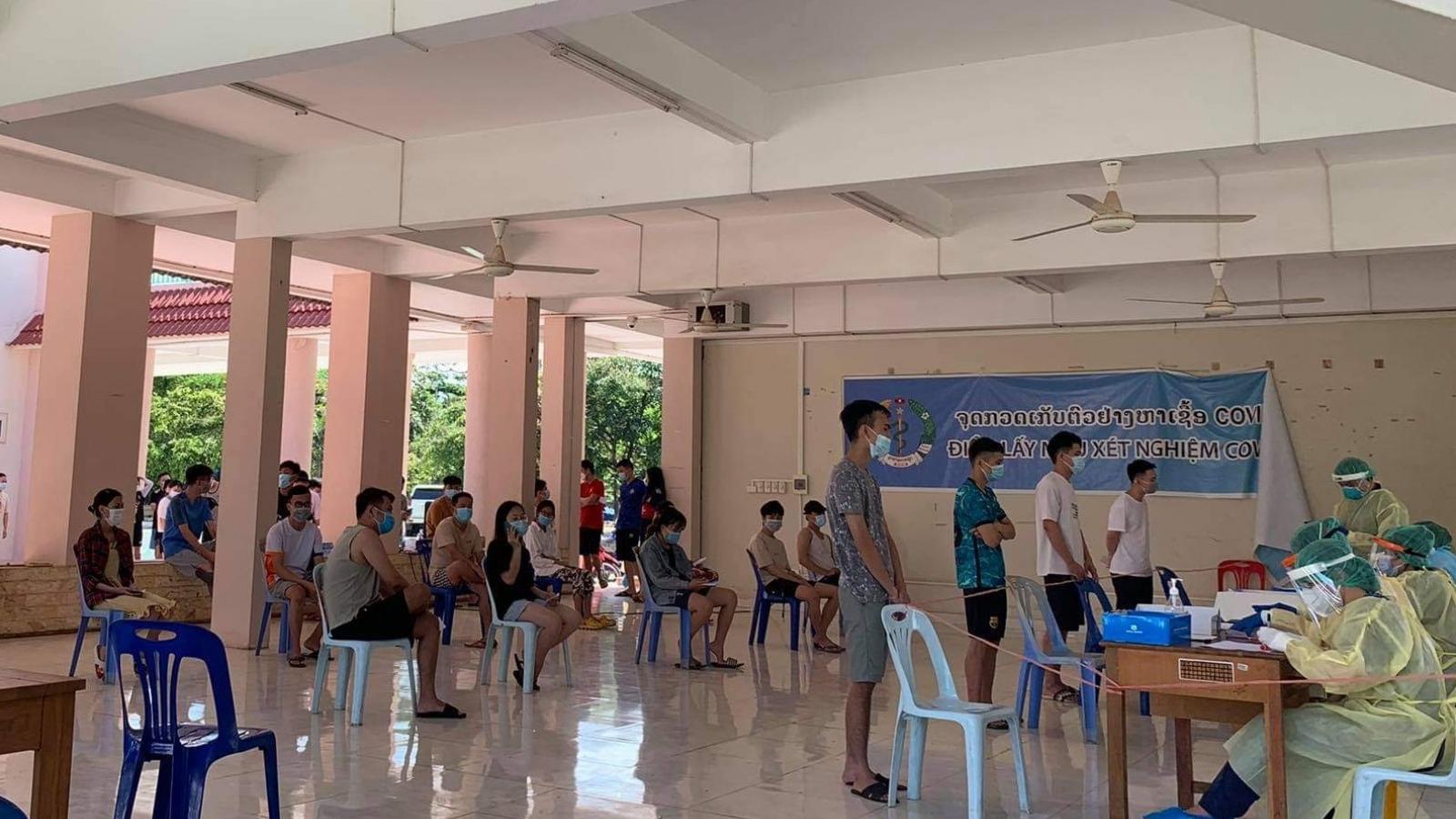 Số ca Covid-19 mới tại Lào giảm, cộng đồng người Việt được tăng cường xét nghiệm