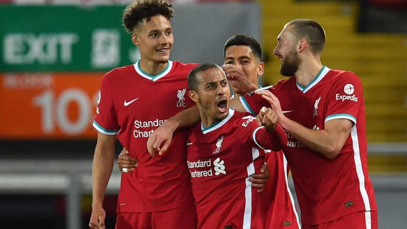 "Hạ gục Southampton, Liverpool ""thổi lửa"" vào cuộc đua top 4 Premier League"