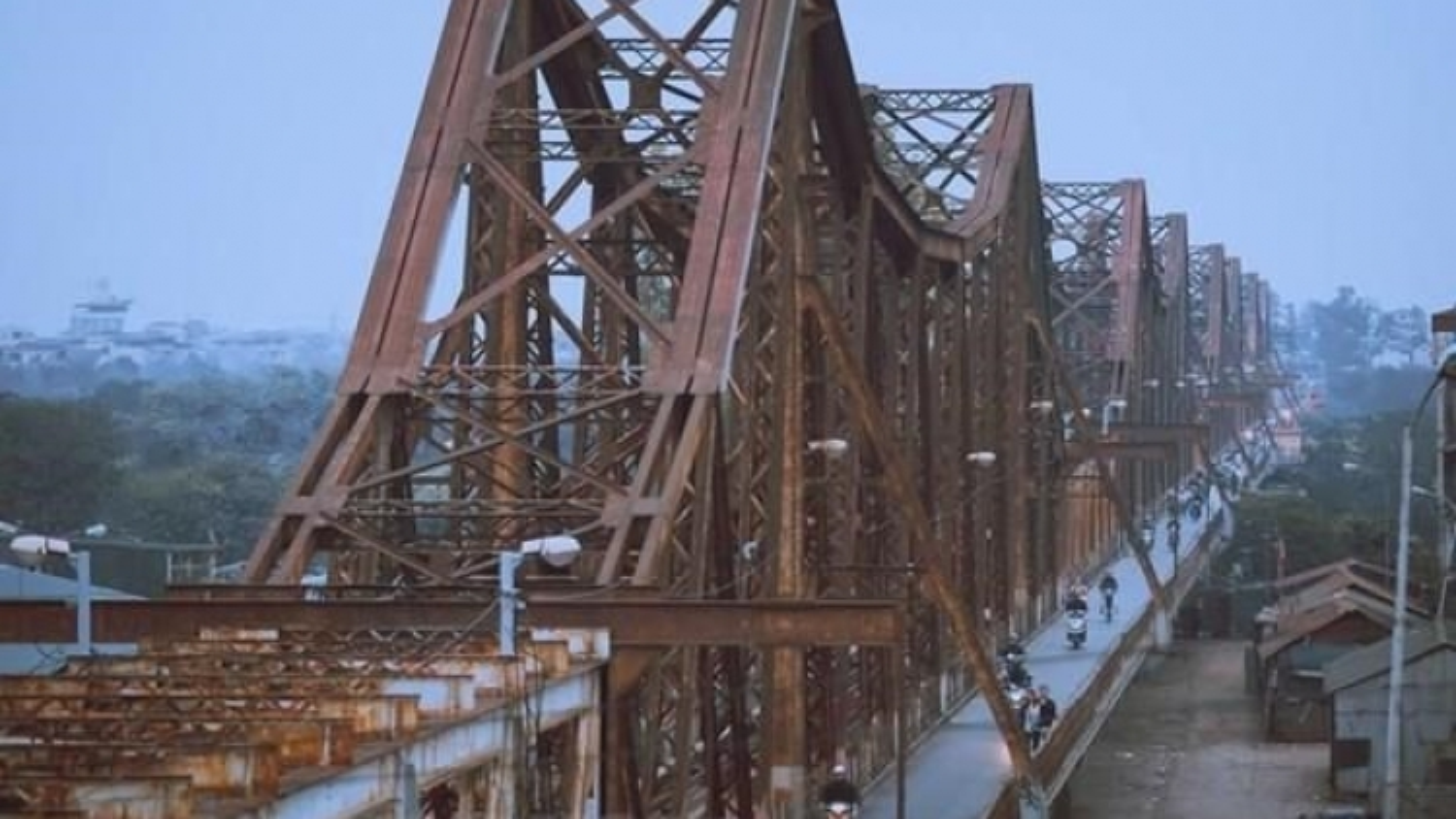Transport Ministry to prioritise funding for maintenance of Long Bien Bridge
