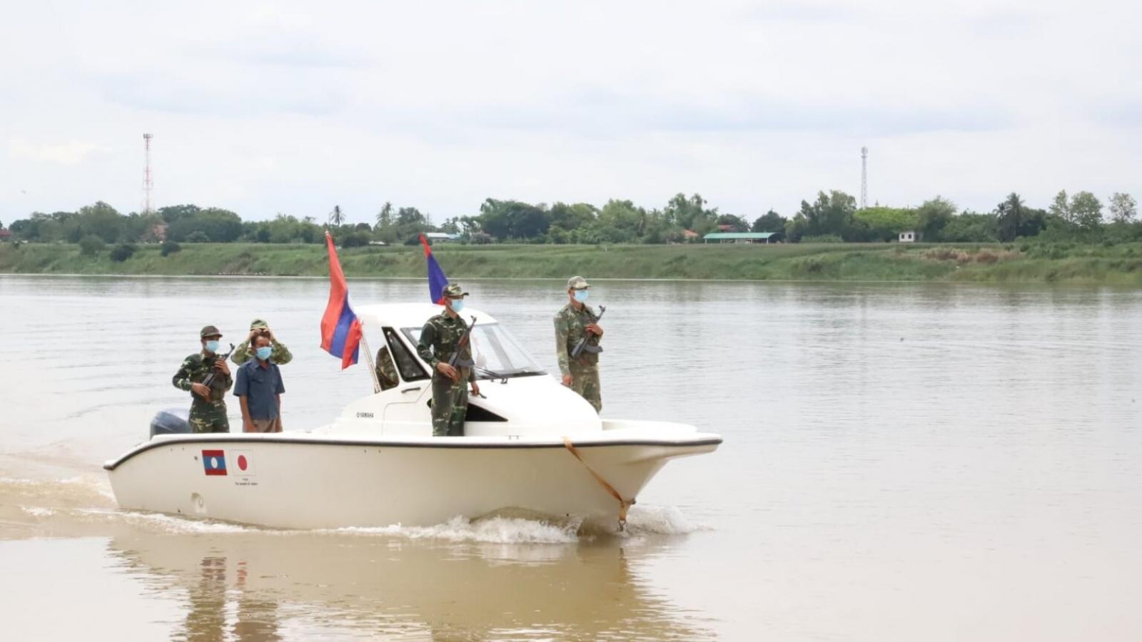 Sĩ quan công an Lào bị khai trừ khỏi ngành vì tiếp tay cho nhập cảnh trái phép