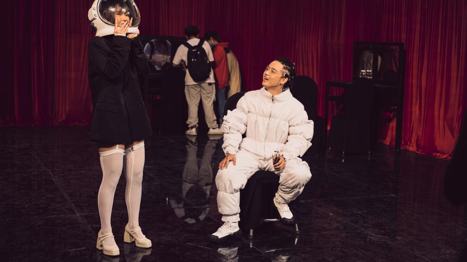 Thanh Duy mang điệu nhảy Vogue đình đám trong ca khúc tự sáng tác lên sân khấu The Heroes