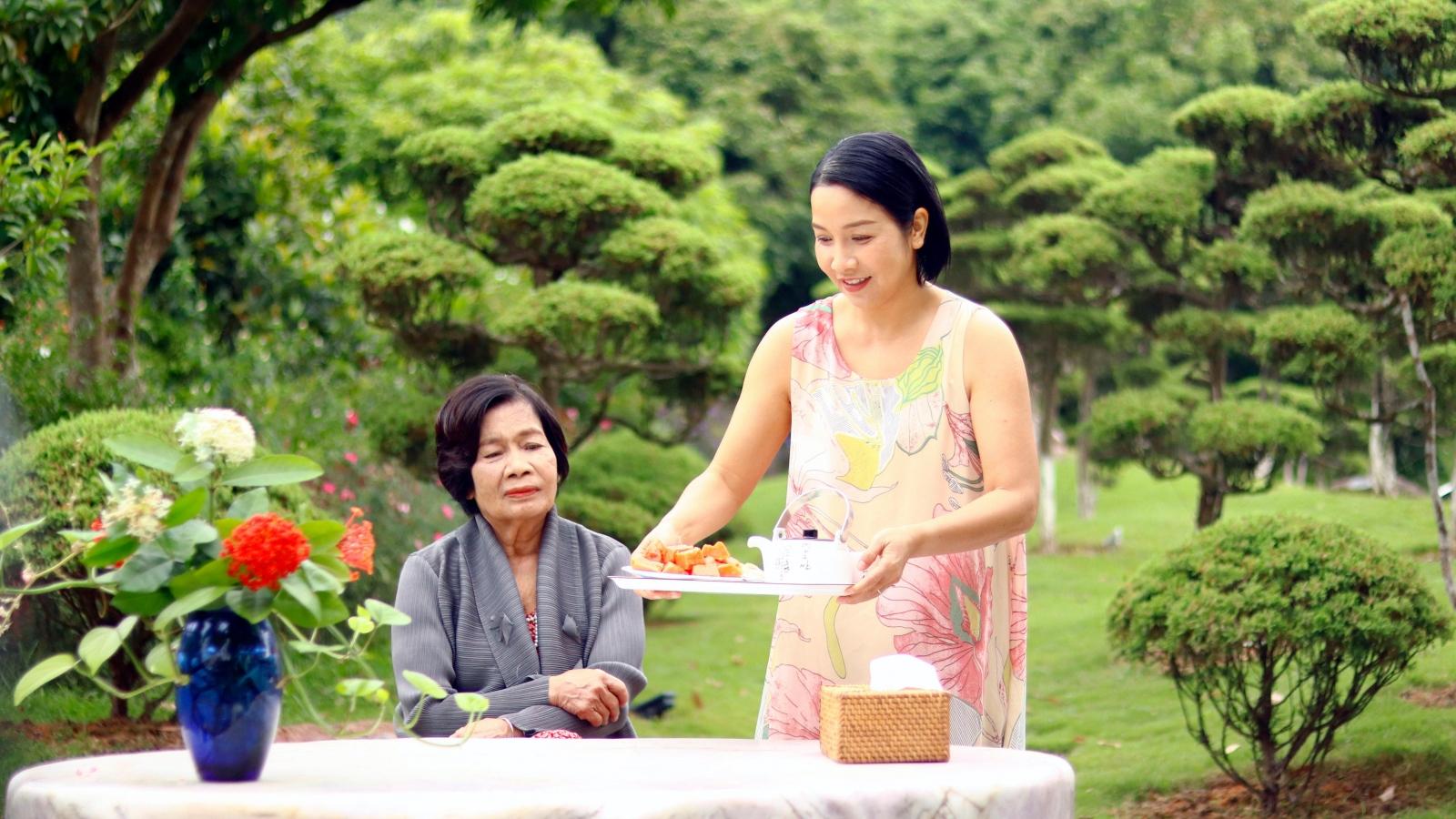 """Diva Mỹ Linh: """"Mẹ dành niềm tin và tình yêu vô điều kiện cho tôi"""""""