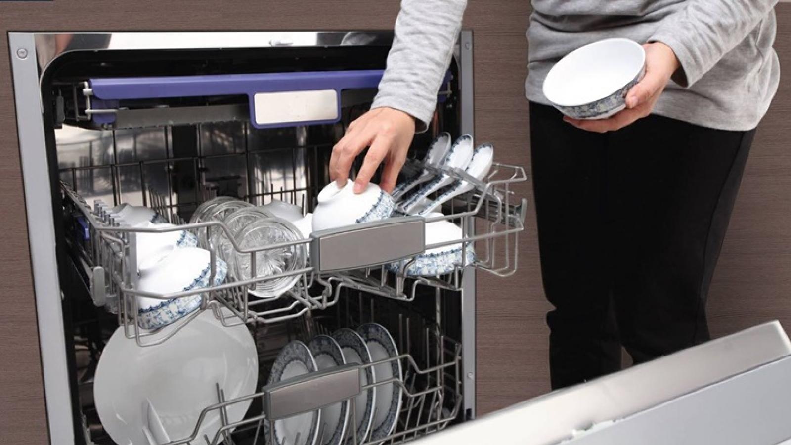 Cận cảnh hoạt động bên trong máy rửa bát: Có tốn nước, rửa bẩn như lời đồn?