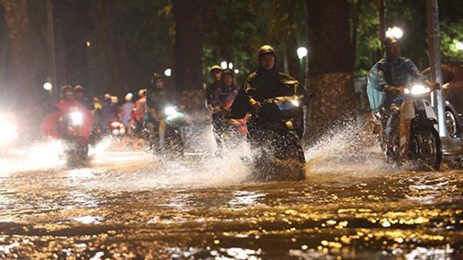 Dự báo thời tiết hôm nay 21/5: Hà Nội mưa to, khả năng xảy ra lốc, sét và gió mạnh