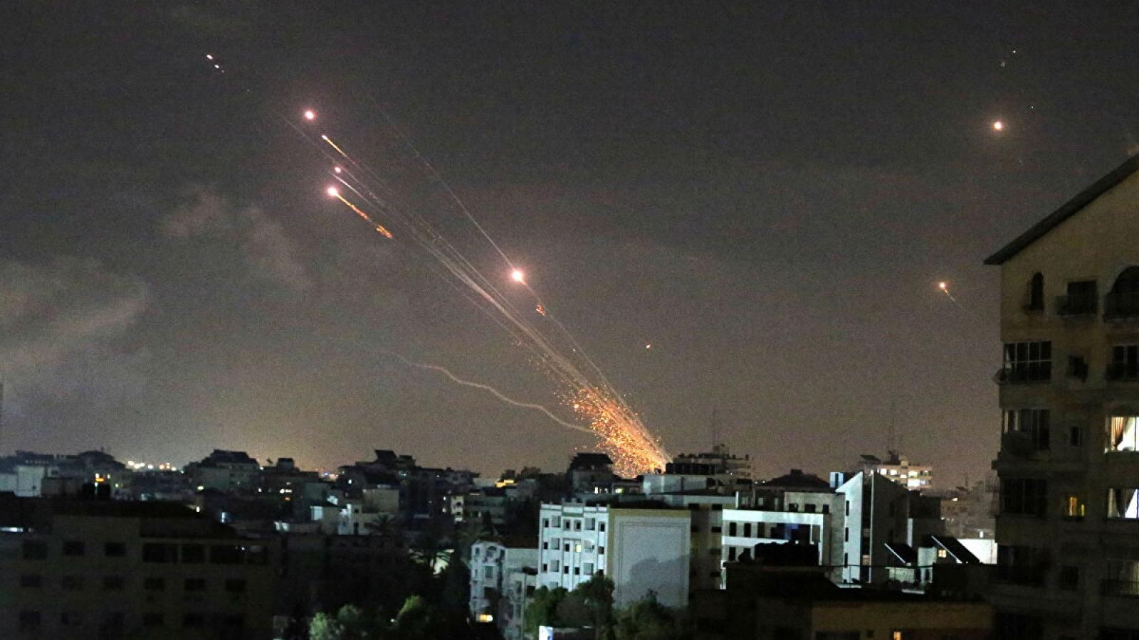 Phong trào Hamas tấn công vào sâu bên trong Israel