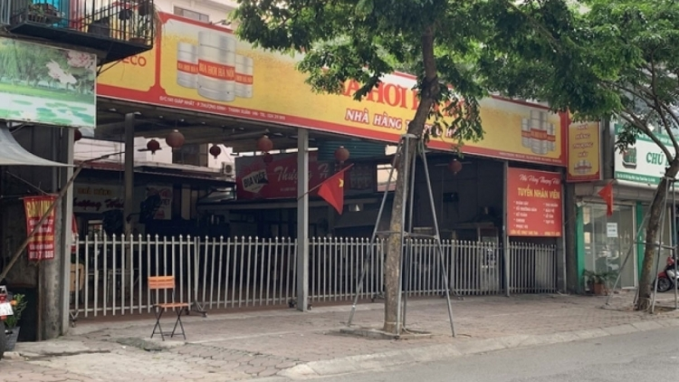 Beer restaurants throughout Hanoi fall quiet amid latest restrictions