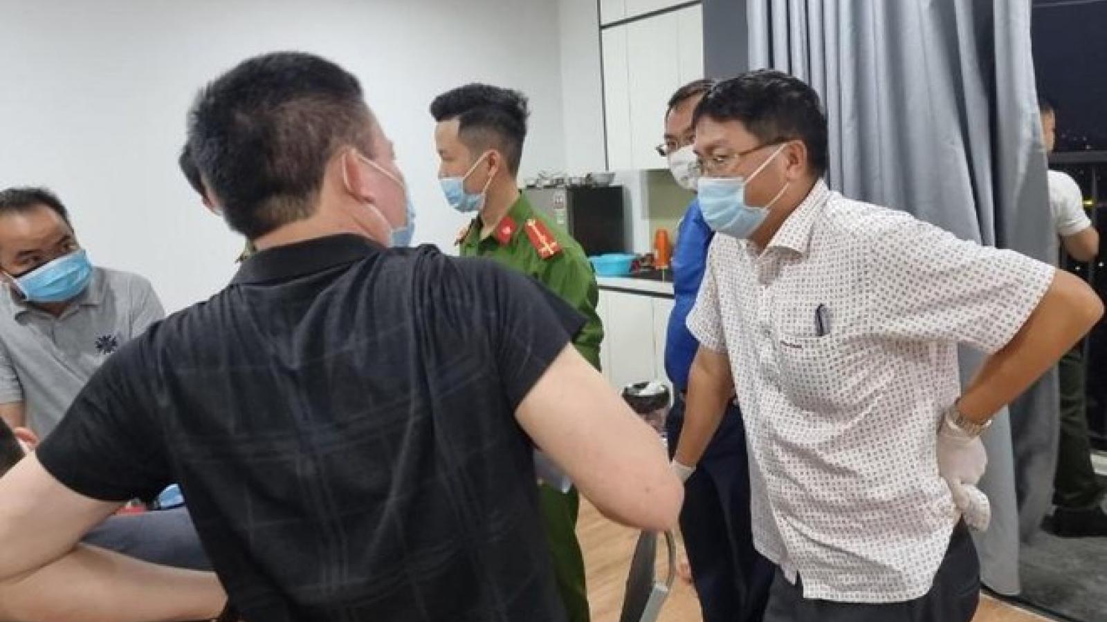 Hơn 10 người Trung Quốc nhập cảnh trái phép cố thủ trong căn hộ ở Hà Nội