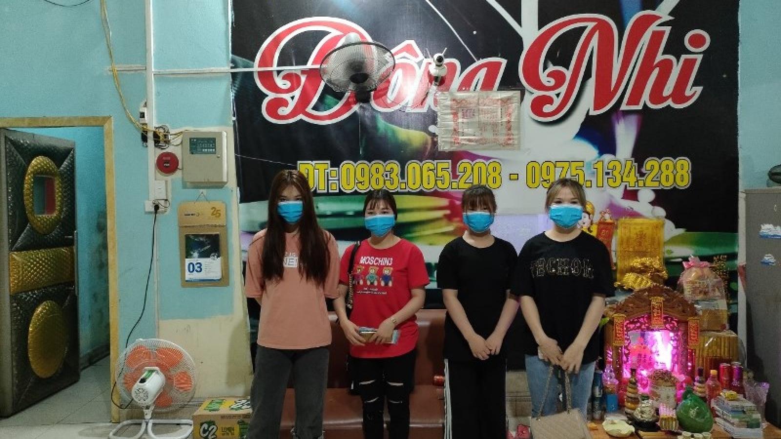 Quảng Ninh cách ly bắt buộc 8 thanh niên tụ tập hát karaoke bất chấp lệnh cấm