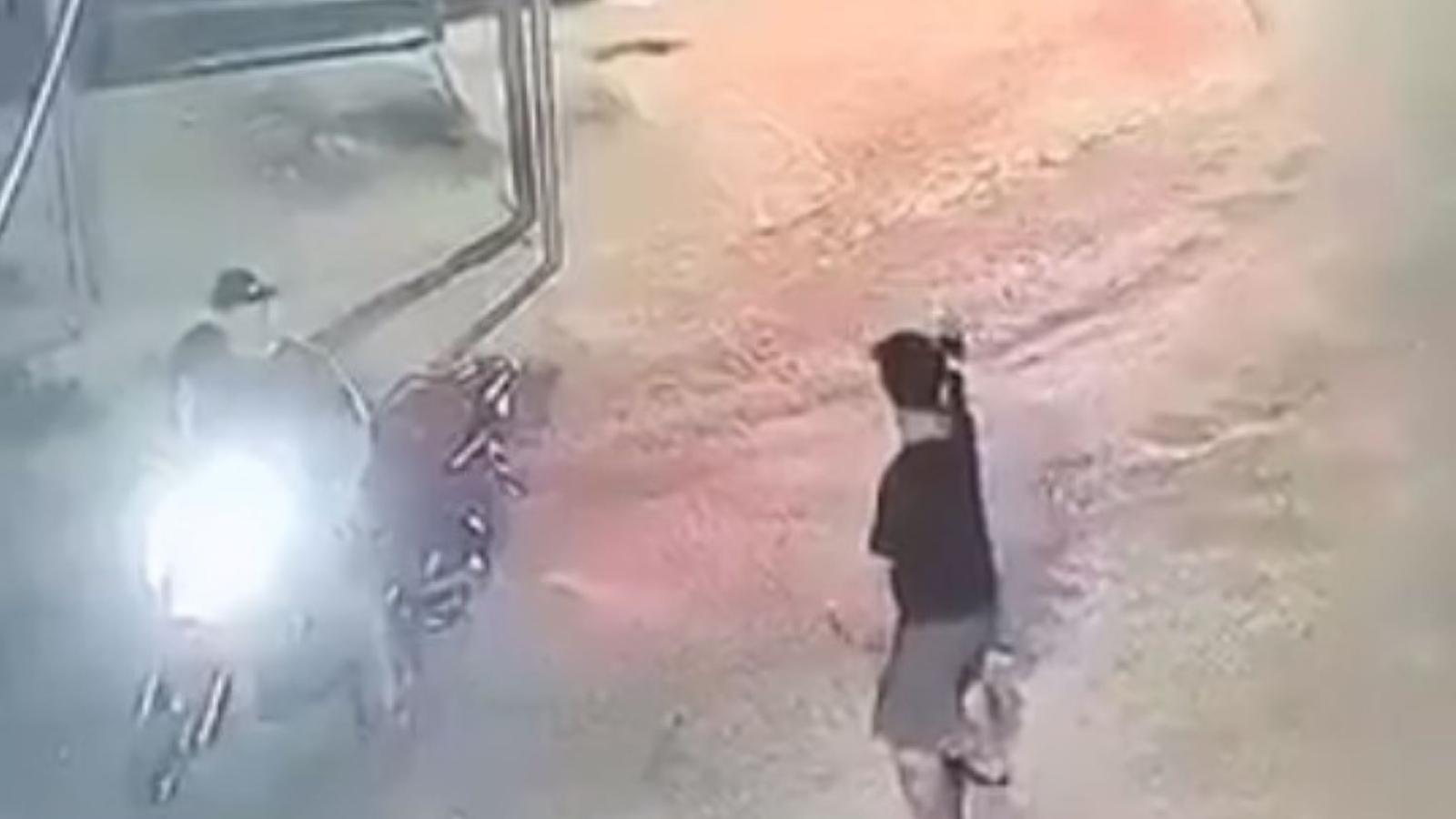 Nhóm thanh niên nổ súng, đuổi chém náo loạn khu phố