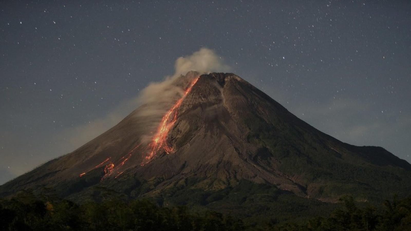 Núi lửa Merapi của Indonesia tiếp tục phun trào