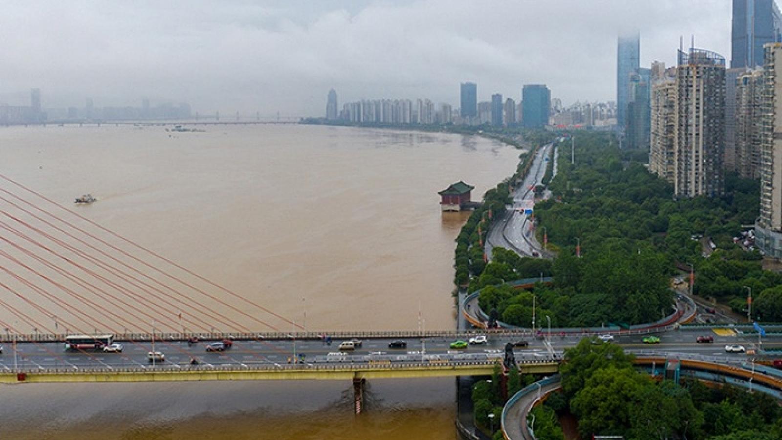 Chưa đến mùa lũ, Trung Quốc đã có gần 100 con sông vượt cảnh báo
