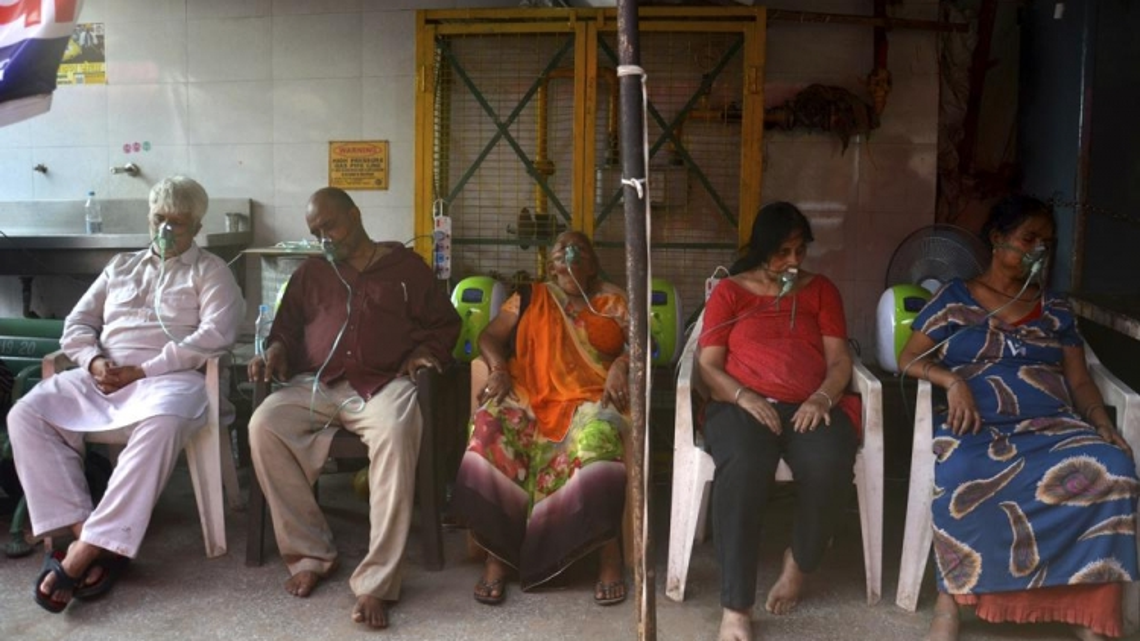 Tòa án Ấn Độ sẽ trừng phạt quan chức không cung cấp đủ oxy cho bệnh viện