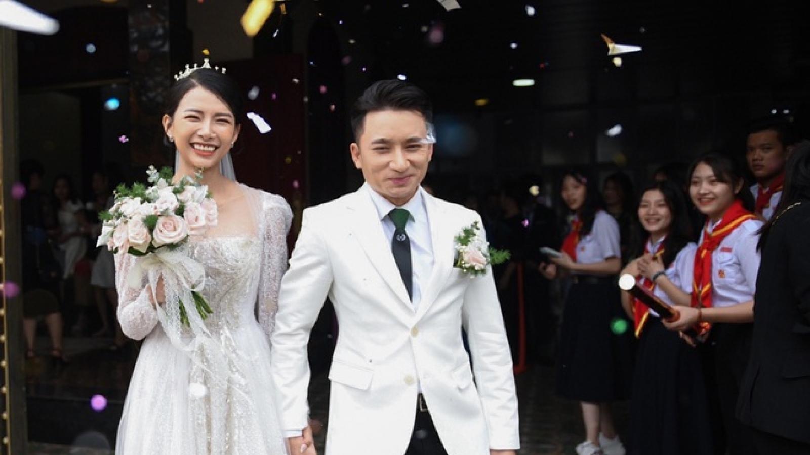 Phan Mạnh Quỳnh hoãn lễ cưới ở TP.HCM vì dịch bệnh