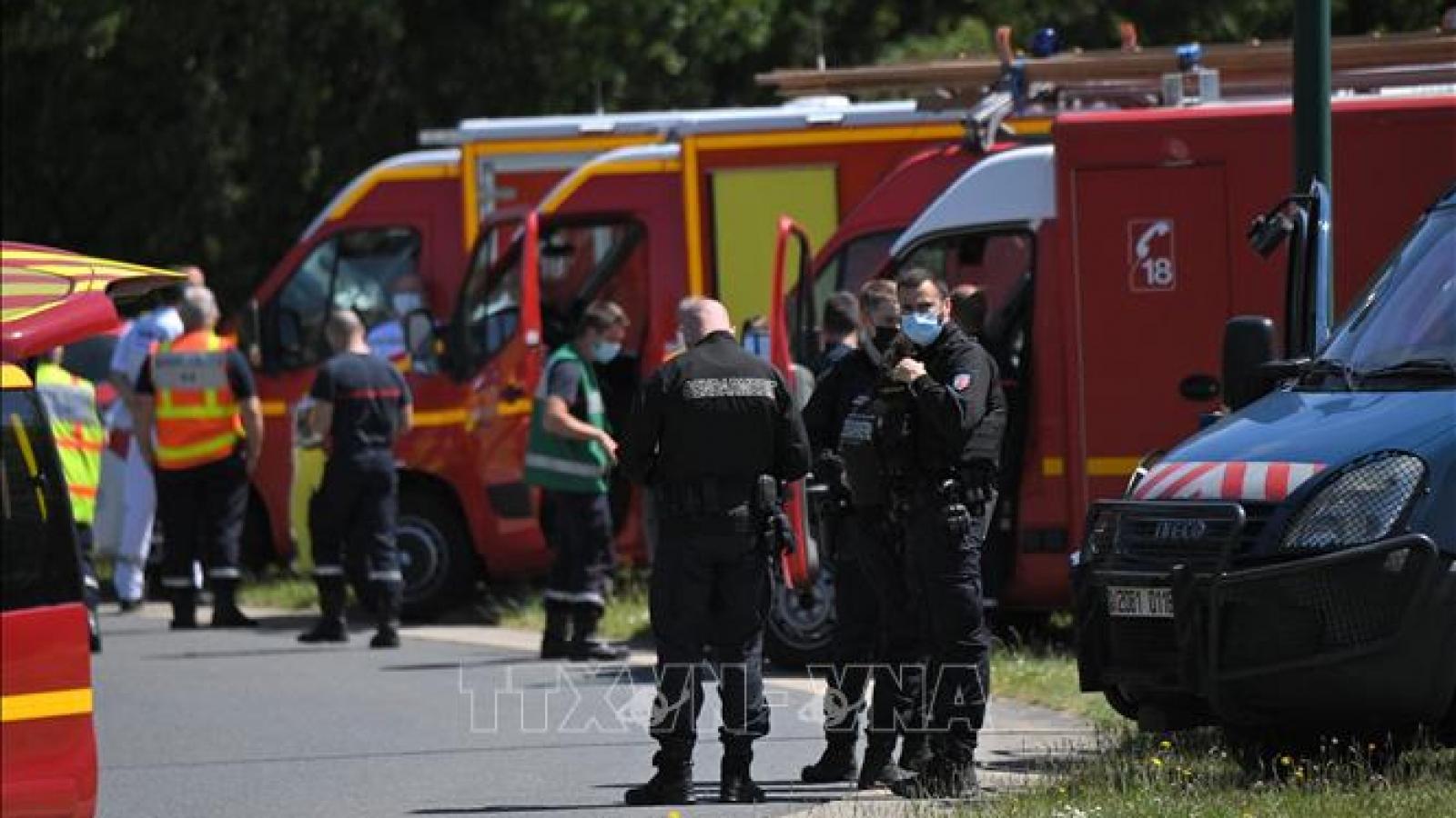 Kẻ tấn công cảnh sát ở Pháp đã chết vì vết thương