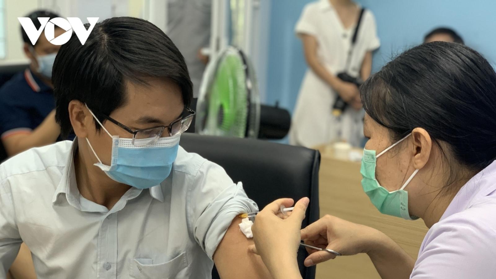"""""""Vaccine là vũ khí lợi hại, là biện pháp phòng COVID-19 bền vững nhất"""""""