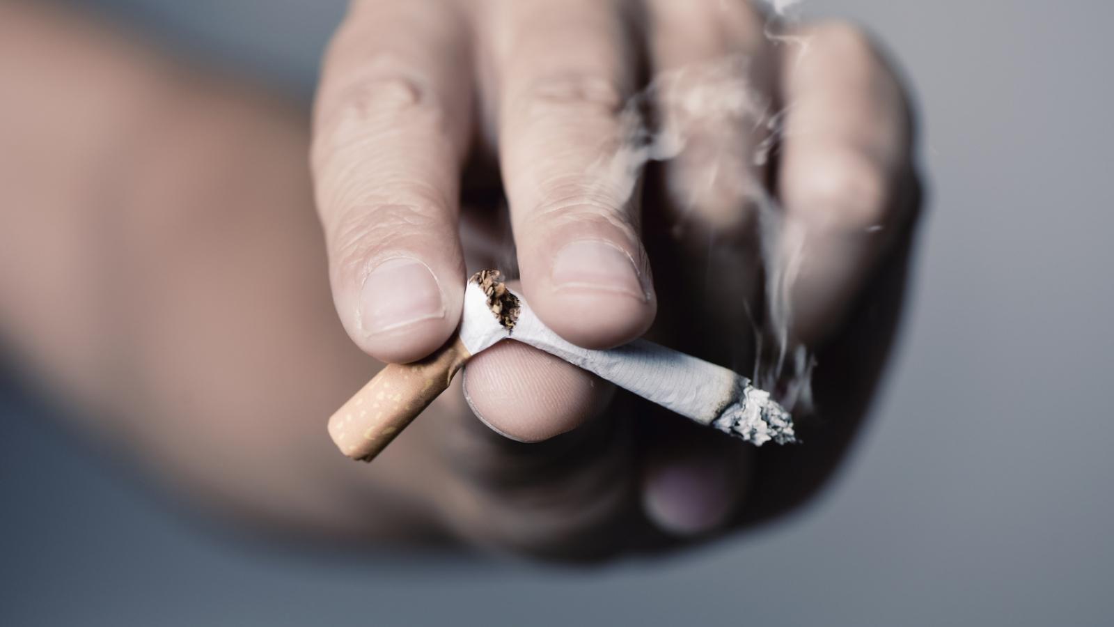 """""""Hãy từ bỏ thuốc lá vì sức khỏe của người thân yêu"""""""