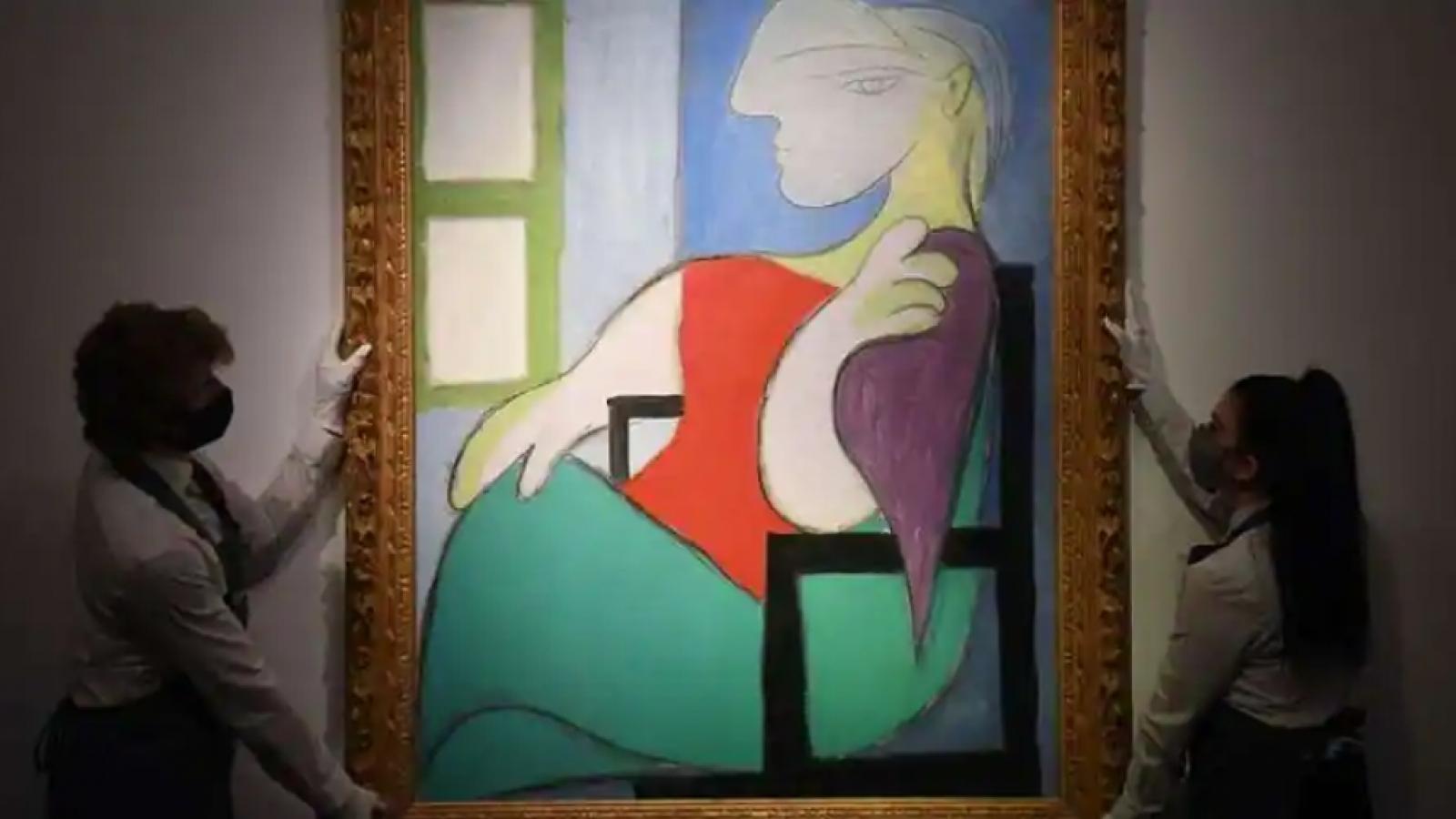 """Bức họa """"Người phụ nữ ngồi bên cửa sổ"""" của Picasso được bán với giá 103,4 triệu USD"""