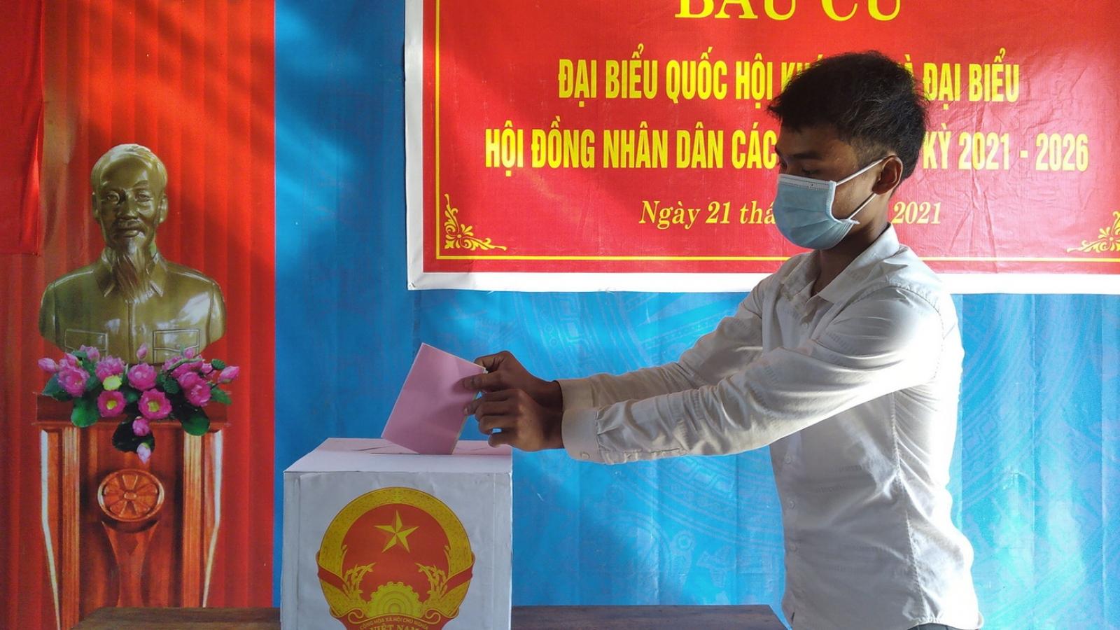Cử tri Quảng Bình hoàn thành việc bỏ phiếu bầu cử sớm