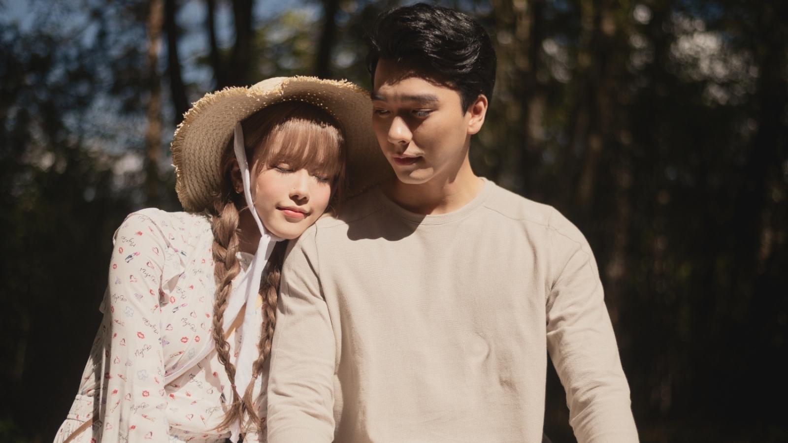 """Thiều Bảo Trâm và nam thần """"Tình yêu hoàn mỹ"""" hẹn hò lãng mạn trong MV """"Love Rosie"""""""