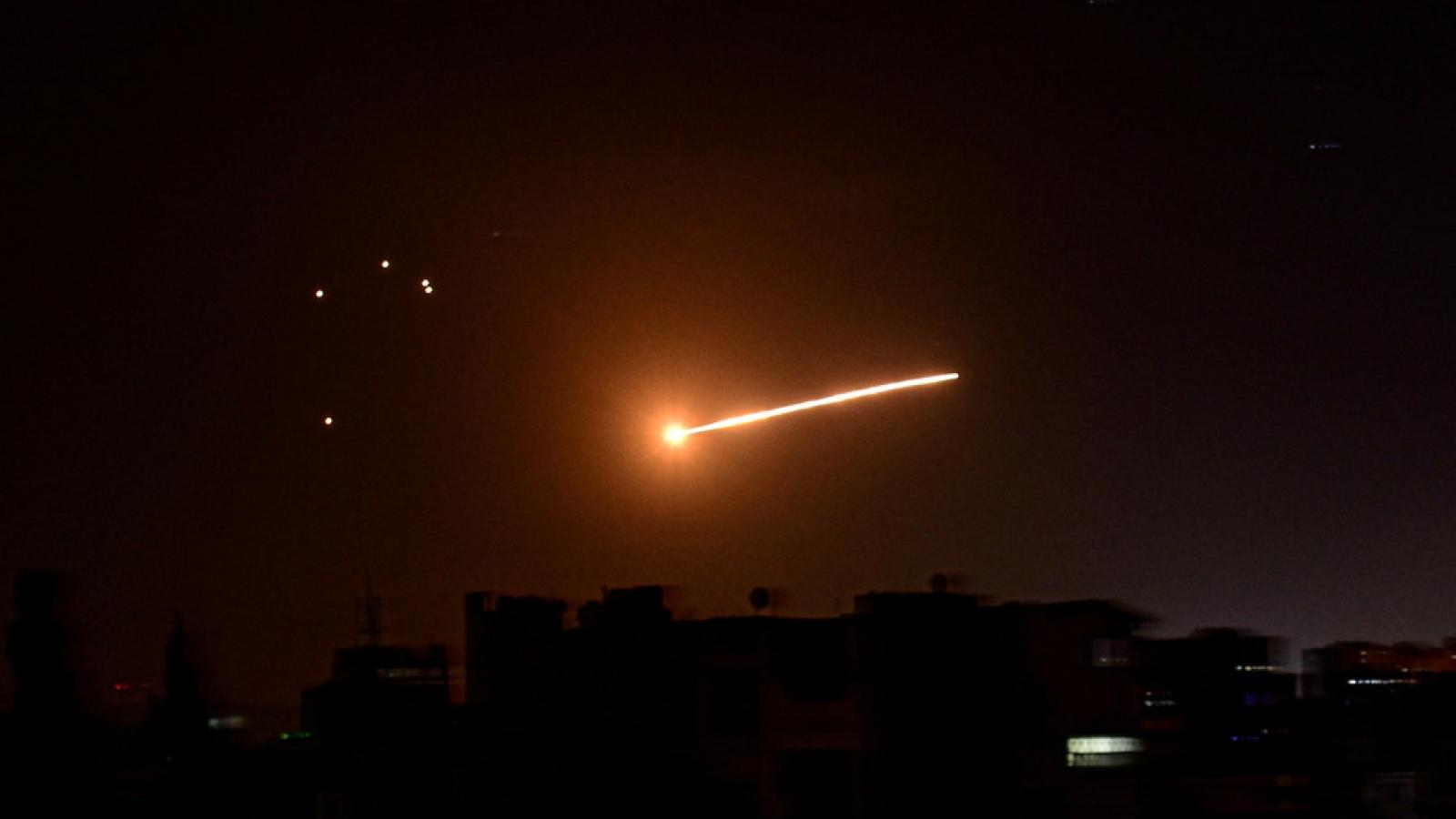 Israel tấn công tên lửa gần căn cứ Nga tại Syria