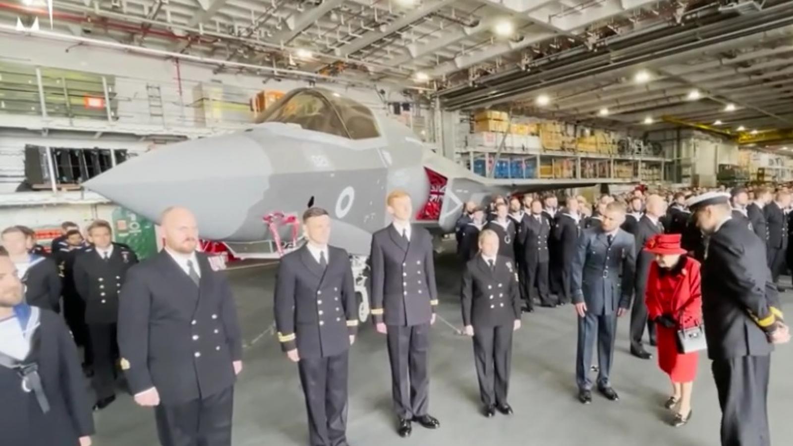 Cận cảnh bên trong tàu sân bay hiện đại HMS Queen Elizabeth mà Nữ hoàng Anh vừa bước lên