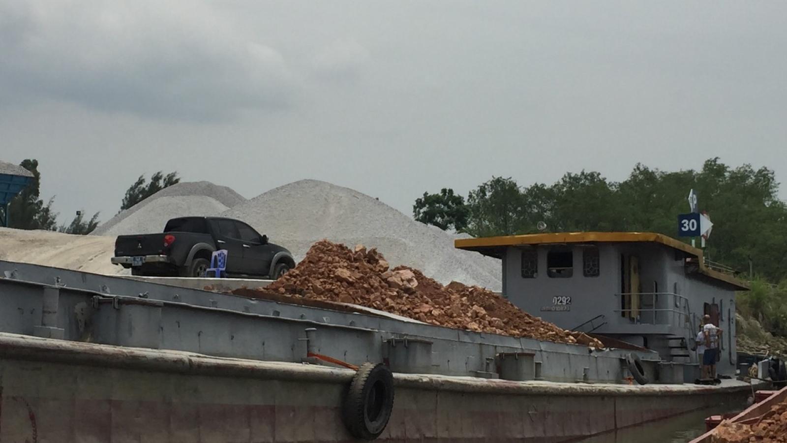 Bắt giữ vụ vận chuyển hơn 1.100 m3 đất đá không rõ nguồn gốc xuất xứ