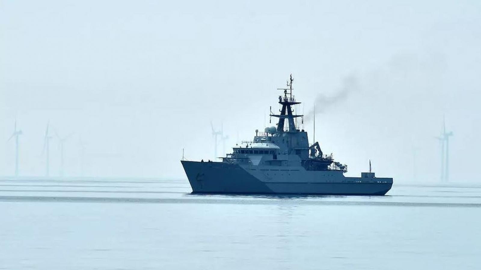 """Lo tàu cá Pháp phong tỏa cảng biển quan trọng, Anh điều 2 tàu chiến để """"phòng ngừa"""""""