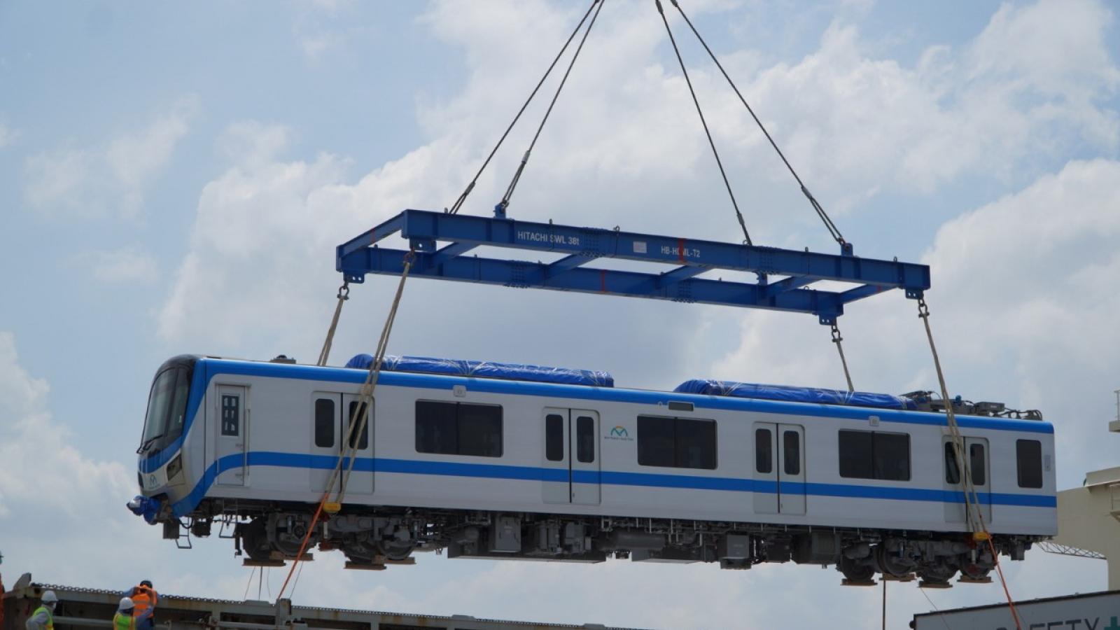 Thêm 6 toa tàu metro số 1 cập cảng ở TP.HCM