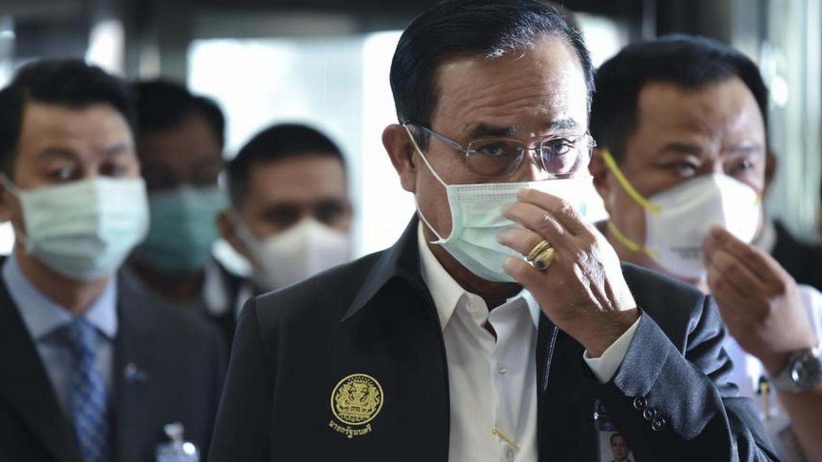 Thái Lan tiêm hỗn hợp các vaccine ngừa Covid-19, triển khai quân đội - cảnh sát chống dịch