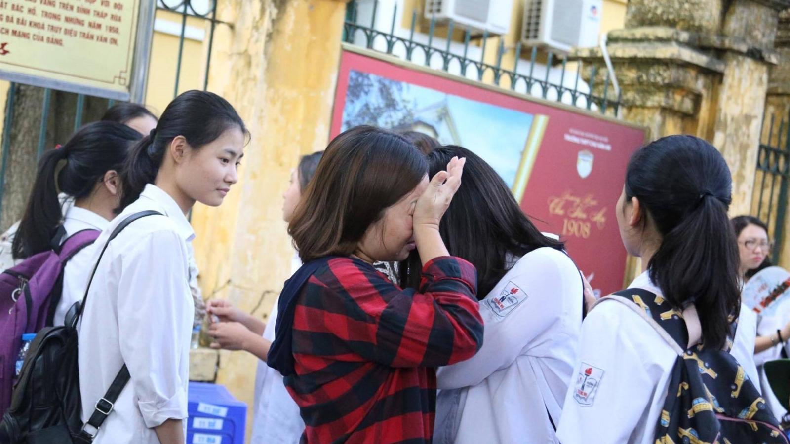 Phụ huynh, học sinh lớp 9 ở Hà Nội đứng ngồi không yên vì dịch Covid-19