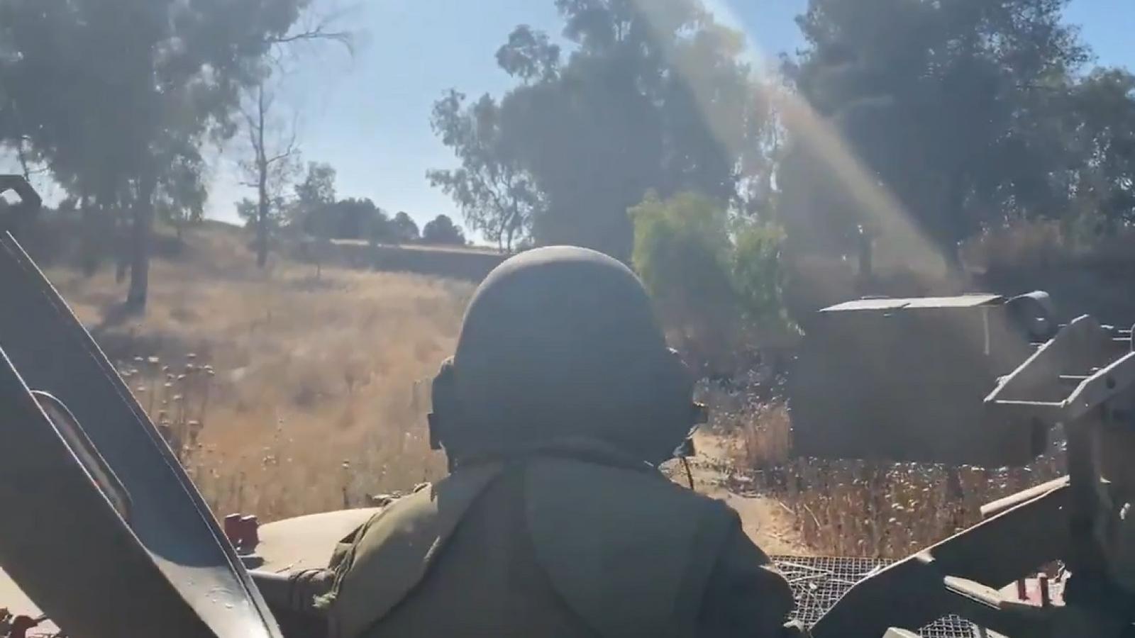 Thiết giáp Israel ém sát biên giới, chiến đấu cơ xuất kích giội tên lửa dồn dập xuống Gaza