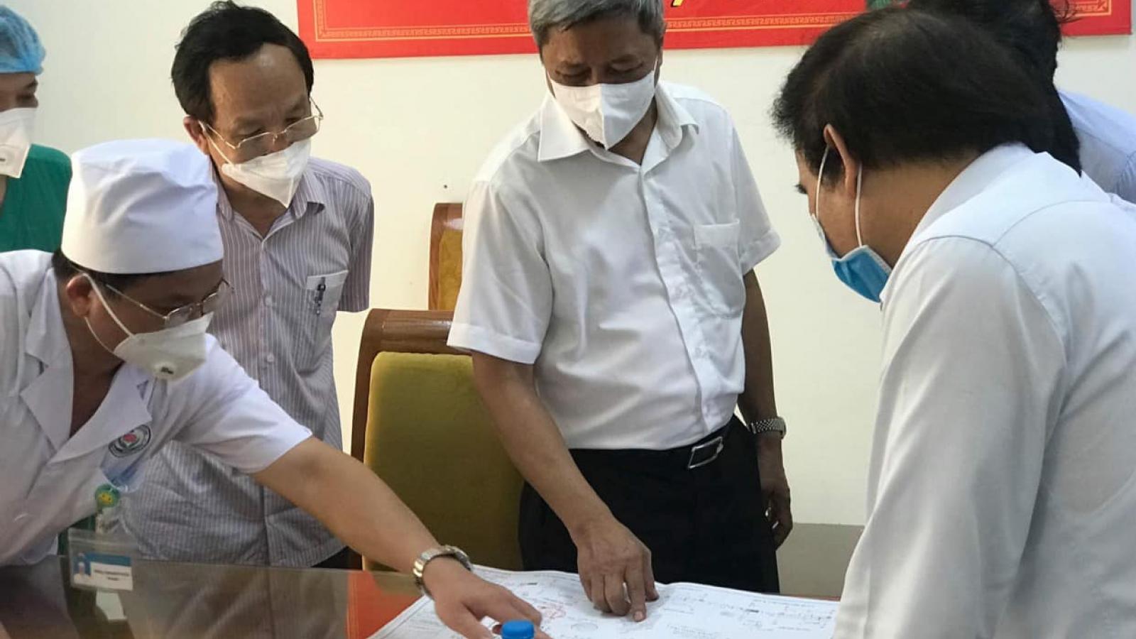 Bộ Y tế khảo sát lập đơn vị hồi sức tích cực điều trị bệnh nhân COVID-19 tại Bắc Giang