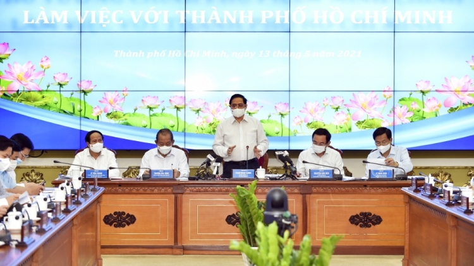 Thủ tướng yêu cầu giải quyết những vấn đề trọng tâm, cấp bách của TP.HCM