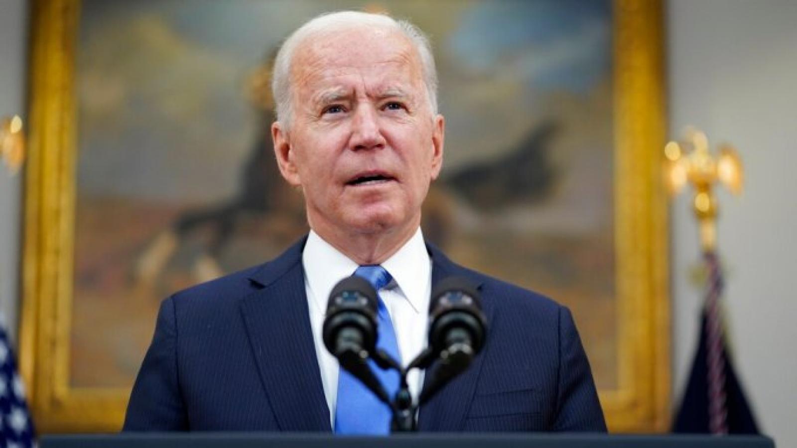 Tổng thống Mỹ kêu gọi người dân không hoảng loạn và mua tích trữ nhiên liệu