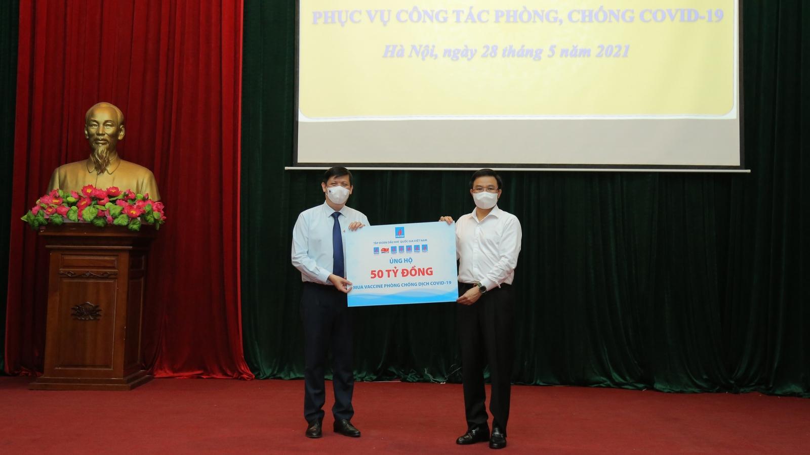 Petrovietnam trao ủng hộ 50 tỉ đồng cho Quỹ vaccine phòng Covid-19